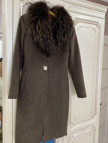 Кашемировое пальто с натуральным воротом длина ниже колен состояни