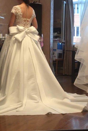 Шикарное свадебное платье, сшито на заказ известным дизайнером, размер в Токмак