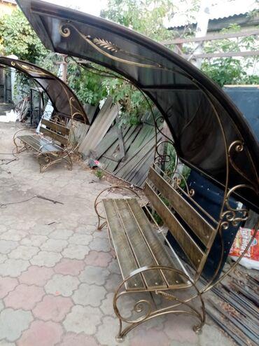 Садовая мебель в Кыргызстан: Кованные скамейки от 0сомго чейин крышасы менен 14000 сом урна 3000