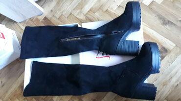 Zenske duboke cizme,iznad kolena. Jako su udobne,nosene su jednom samo