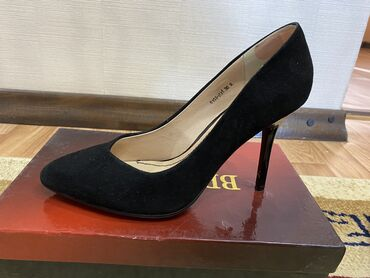 10561 объявлений: Туфли замшевые в идеальном состоянии, Турция, надевала один раз. Очень
