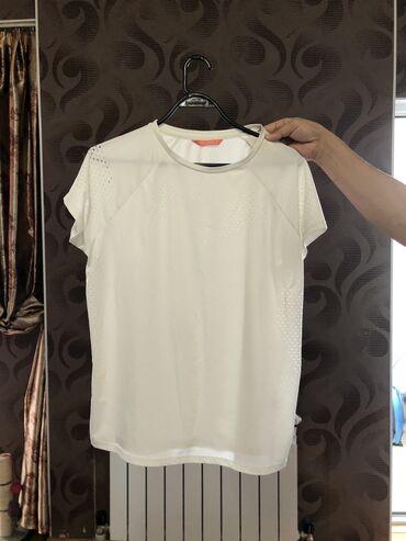 Продаю футболку спортивную Впитывает потБренд: Defacto Размер: 46-48