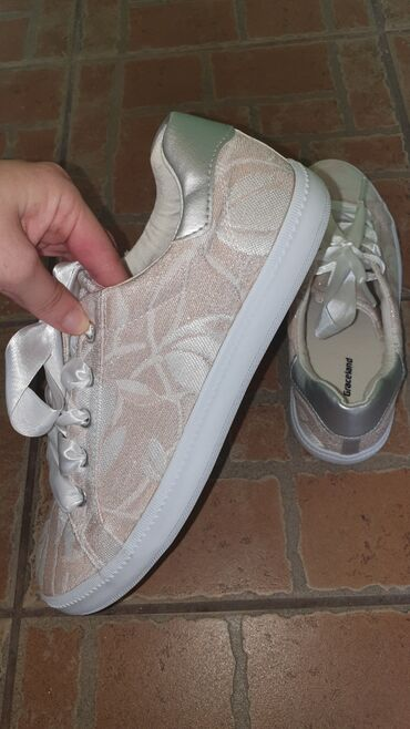 Ženska patike i atletske cipele | Negotin: Nove zenske patike, kombinacija svetlo roze i srebrne. Patike su presl