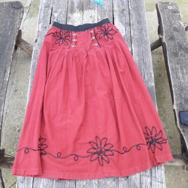 Etno duga suknja sa ornamentima vel 46Suknja je od bordo pamučnog