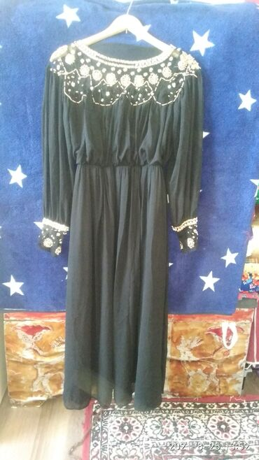 405 объявлений: Продаю платья чёрное платье Синее платье Накид для платье Юбка