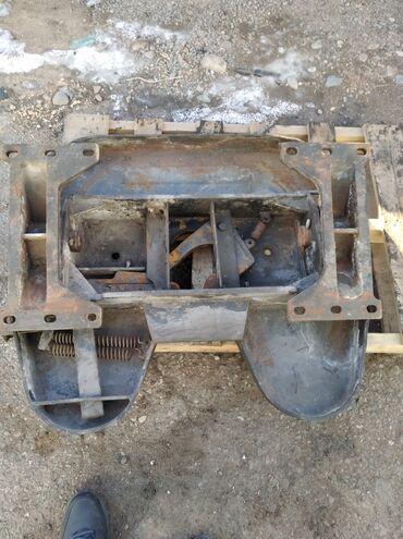 Автозапчасти и аксессуары - Токмок: Продам седло китайское б/у, диаметр шкворня 90мм. Высота седла 180мм