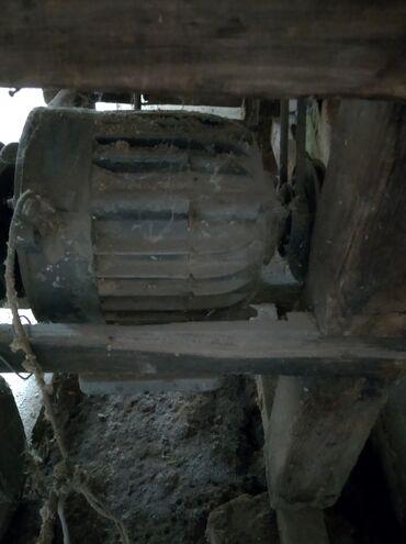 Продам церкулярку двигатель 3 фазный зделано на одну фазу. Запчасти на