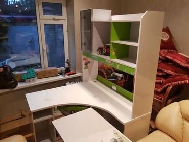 стол парту в Кыргызстан: Продаю угловую парту, компьютерный стол, письменный стол все в одном