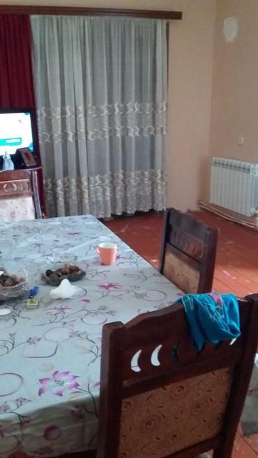 2 mərtəbə - Azərbaycan: Mənzil satılır: 2 otaqlı, 70 kv. m