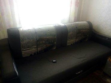 раздвижной диван с креслами в Кыргызстан: Продаю диван с раздвижной полкой телевизор рабочий с