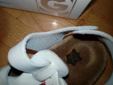Pinko-prsluk-sa-etiketom-broju - Srbija: Grubin sandale u broju 25