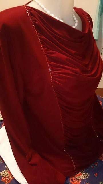 Kratak-rukav - Srbija: Elegantna bordo bluza, nova, sa bordo perlicama nanizanim u dva reda