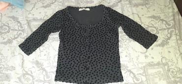 Bershka bluza - Srbija: Bershka bluza dzemperic na raskopcavanje sa srcima, koja su plisana