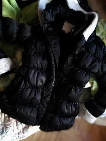 Zimske jakne modeli - Srbija: Firmirana kratka zimska jakna Jako topla, steukiranaJako