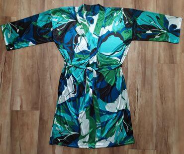 Продается красивый халат, НОВЫЙ! Размер 46-48. Материал искусственный
