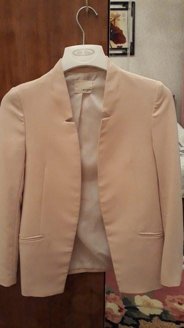 Оба пиджака размер M . В отличном состоянии. в Бишкек