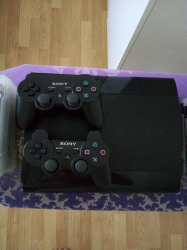 PS3 (Sony PlayStation 3) | Srbija: Sony Playstation 3 750 gb.Uz konzolu dobijaju se dva dual shock