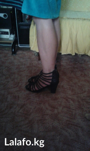 продаю классную кожанную обувь,пару раз одела,размер 37-38,причина продажи маловаты в Токмак