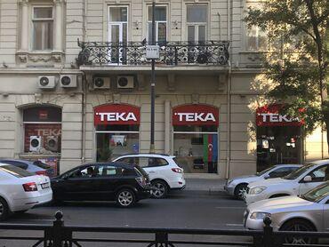 Obyekt şəhərin mərkəzində, 28 may küçəsində, Azərbaycan Neft və Sənaye