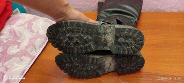 37 размер обувь в Ак-Джол: Бу Кызыл куртканын замочкасы бузук,размери 44-46 серый куртка 44-46