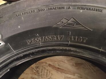шины на 17 цена в Кыргызстан: Продаю колеса 4шт 265/65/17 цена договорная