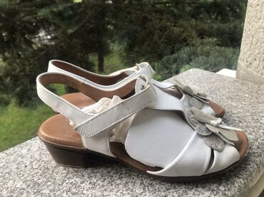 """Kozne sandale""""ARA""""veoma malo nošene, kao nove prodajem veoma"""