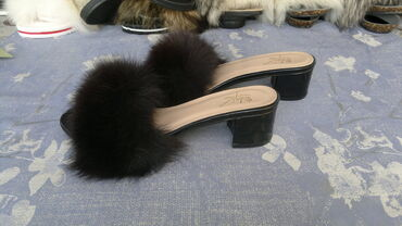 Krzno - Srbija: Elegantne Sergio Todzi lakovane papučice sa pravim krznom NovePravo