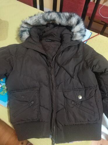Zenski stofani vuneni mantic tsmno braon - Srbija: Zenska BRUGI zimska jakna. Kratka, braon boje. Ocuvana skroz, bez