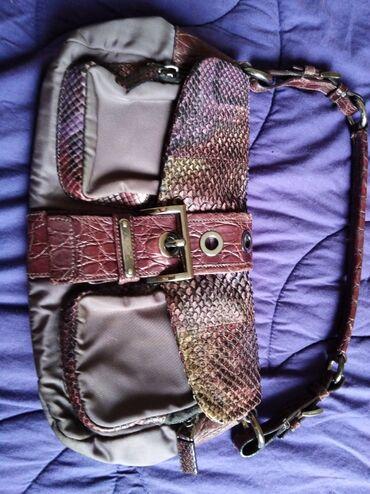 Tašne - Pozarevac: Original PRADA torbica, sa dodacima zmijske kože, par puta nošena