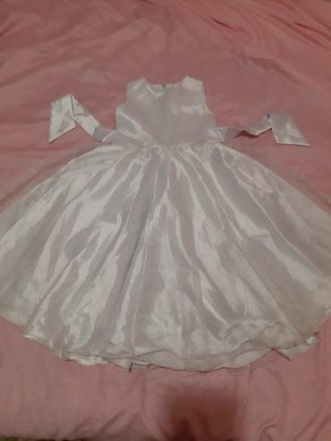 Платье белоснежное одевали раз ,на 4-5-6 лет на худенькую девочку.400с в Бишкек