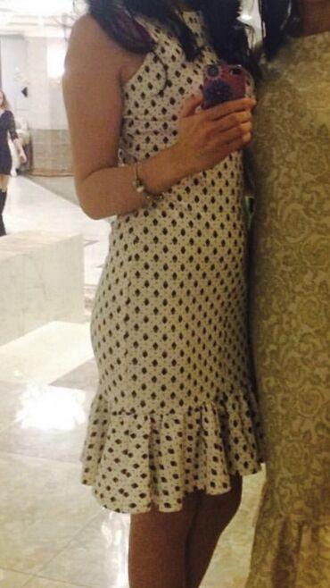 Платье от местного дизайнера Kaniyet Irgebayeva. Размер 36. Плотный