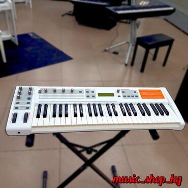 MIDI-клавиатура со встроенной звуковой картой и функциями аналогового