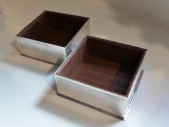 Harrods 2 τετραγωνα κουτιάόπως φαίνονται στην φωτογραφία 10€ το