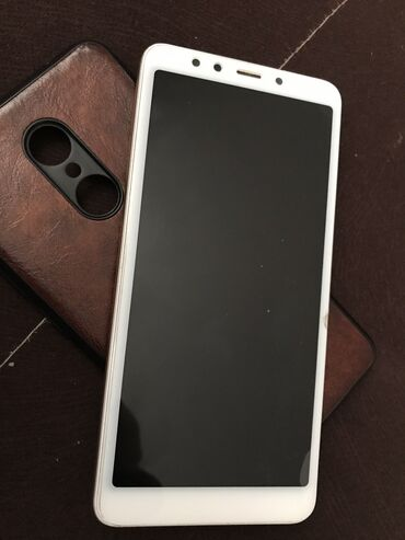 Xiaomi - Кыргызстан: Б/у Xiaomi Redmi 5 16 ГБ Молочный