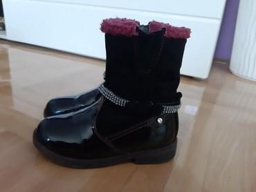 Dečije Cipele i Čizme - Nis: Lakovane čizmice br.30,19cm,imaju par ogrebotina što je i slikano,ali