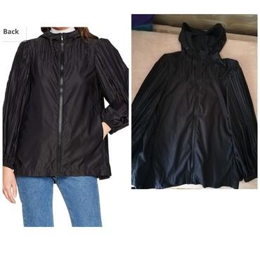 Duzina sirina rukava - Srbija: Prodajem novu Sisley jaknu za prolece.Pozadi se siri kao lepeza. Ne pi