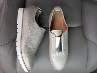 Geox Новые кожаные слипоны. 39,5размер. цена 3000т