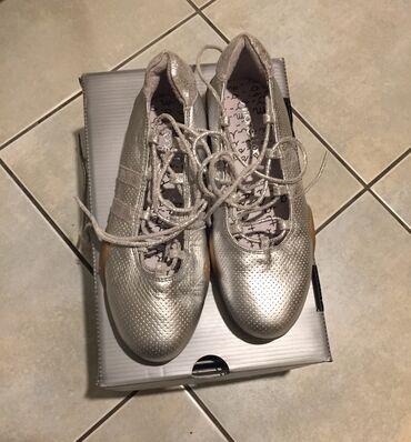 Ασημένια δερμάτινα παιδικά παπούτσια για κορίτσια με κορδόνια και λαστ