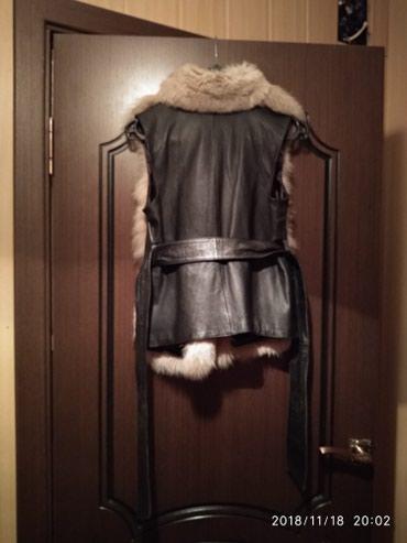 Продаю меховую жилетку из лисы. в Бишкек