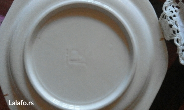 Ukrasni tanjir neobicnog oblika,ocuvan star preko trideset godina. - Beograd - slika 2