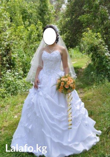 свадебное платье размер 44-46. регулируется за счет корсета. к платью  в Лебединовка