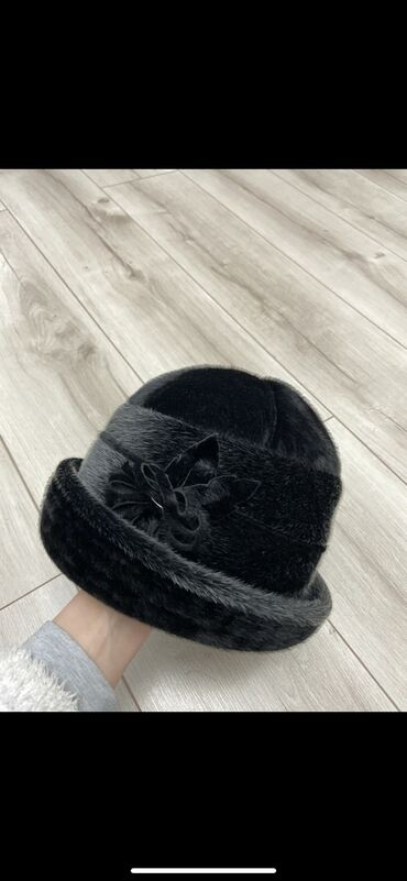 Шляпа искусственный мех,носили 2-3 раза,состояние новой,покупали за 2