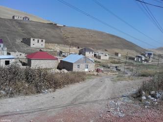 Xırdalan şəhərində Tecili olaraq abweron rn qobu qesebesi yolunda ana yoldan 300-400 metr