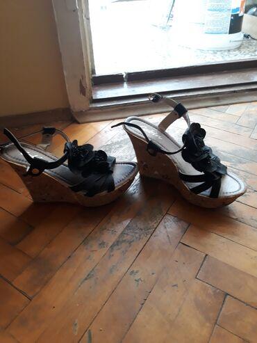 Sandale br. 36. samo ko ima usku nogu. nosene 3. puta. 900. din
