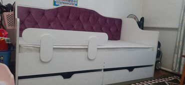 Кровать детская 180×90 С матрасом, двумя выдвижными полками, в хорошем