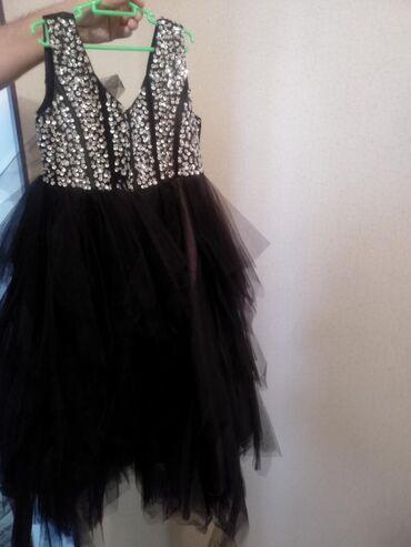 Продам два нарядных платья для девочки 6-8 лет, ростовка 140 см, два