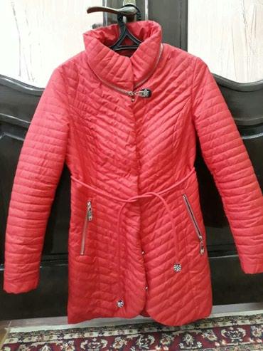 Демисезонная стеганая куртка. Размер L в Бишкек