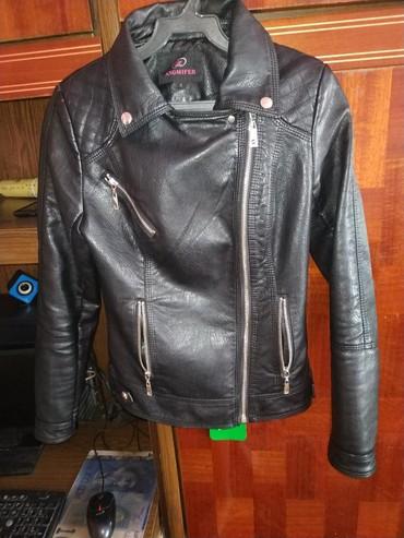 Женские куртки в Ак-Джол: Продаю Женскую куртку в отличном состоянии. (Кожзам)
