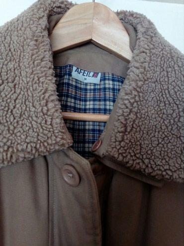 Krem postavljena jakna vel M. Ramena 54, rukavi 65, duzina jakne sa - Crvenka