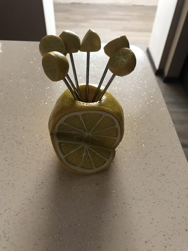 Bakı şəhərində Limon götürən